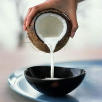 http://www.gringo-times.com/articles/images/coconut-milk.jpg